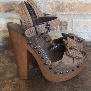 LN Jessica Simpson Tan Platform Sandals 6